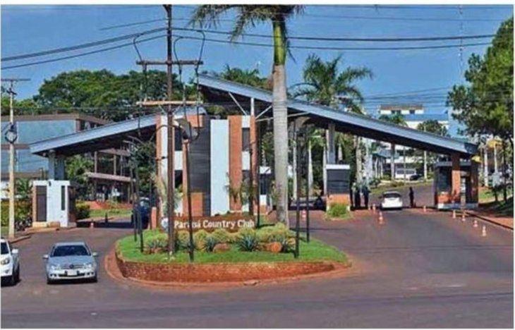 El Paraná Country Club está ubicado en Hernandarias
