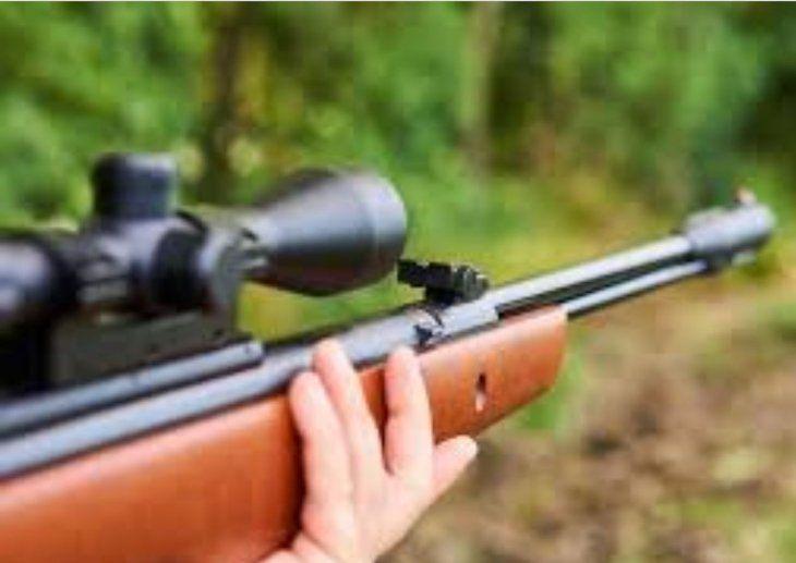El menor recibió un tiro de un rifle calibre 22 milímetros