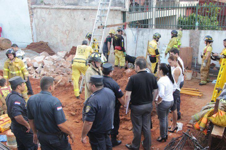 Peligro: El pozo que estaban haciendo tenía 8 metros de profundidad y era pequeño de abertura.