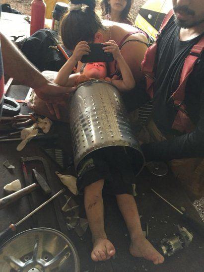 Unos 15 minutos tardaron los bomberos voluntarios en liberar al niño (Foto: Info Alto Paraná-Facebook).