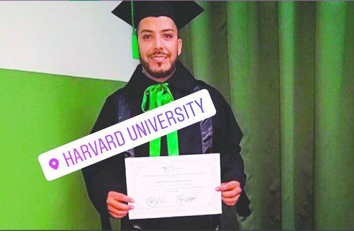 El siempre cuestionado diputado Portillo en Harvard.