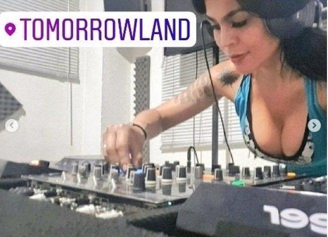 Gloria Jara en el famoso festival Toorrowland.