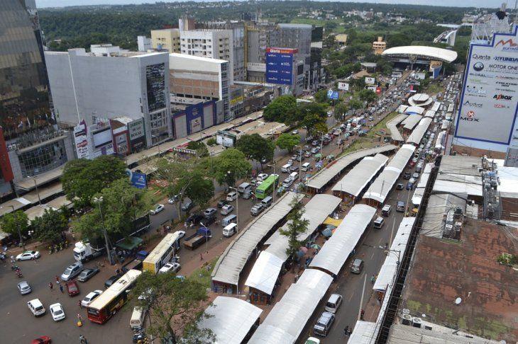 Los sacoleiros pueden comprar ahora legalmente celulares de Ciudad del Paraguay para su reventa en el Brasil.