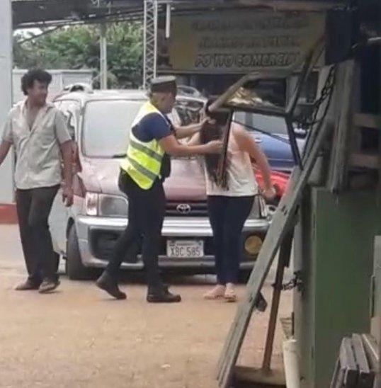 El video de la agresión fue grabado por una transeúnte