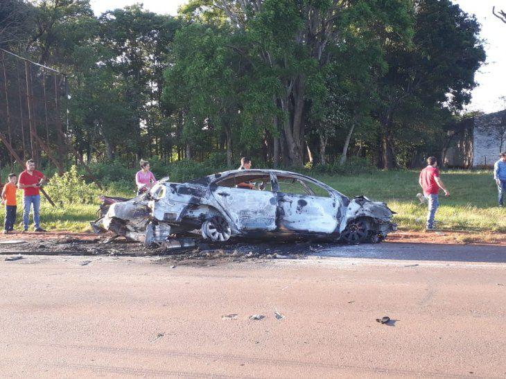 Así quedó el auto involucrado en accidente y posterior incendio.