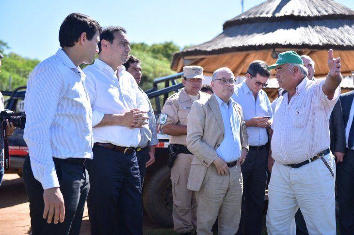 El gobernador correntino Gustavo Valdés pide la intervención del Senado argentino y la Cancillería en una cuestión de límites de la isla Apipé.