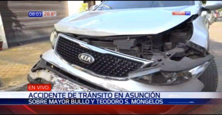 Así quedó una de las camionetas involucrada en el accidente en Asunción.