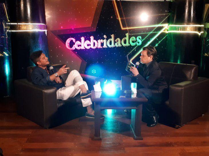 Junior durante la entrevista con Marcelo Acosta.