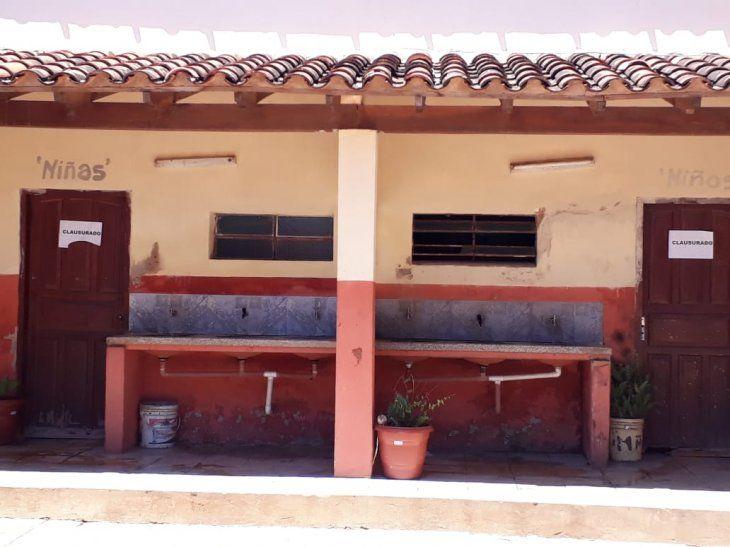Alumnos están con infección urinaria por falta de baños