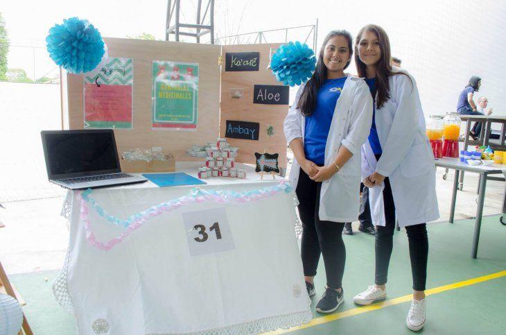 Las alumnas crearon gomitas medicinales.