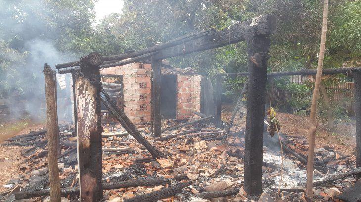 La casa se incendió por completo.