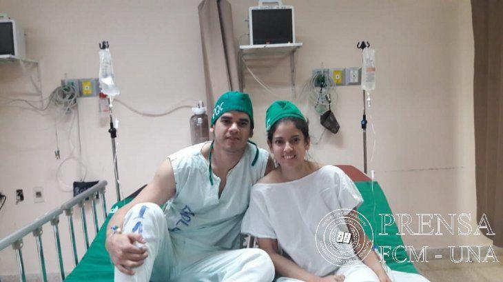 Melanie Ruiz Díaz y su hermano Carlos.