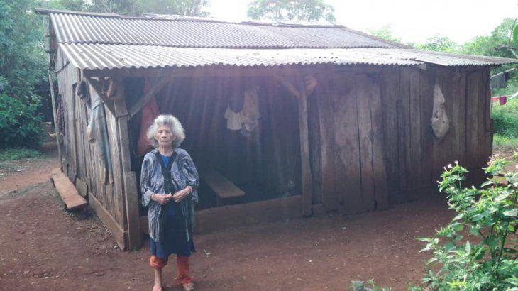 La doña vive en precarias condiciones.