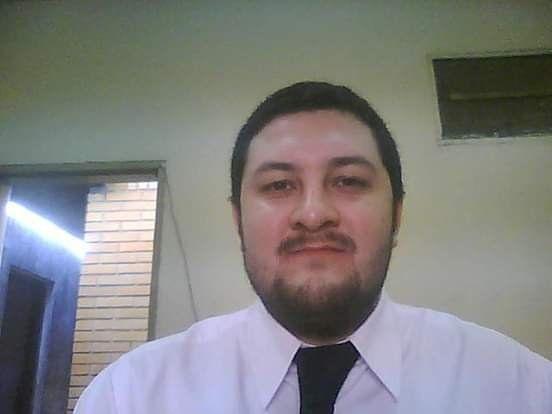 El abogado Pablo Sanabria apuraba aplaudiendo y gritando en el desalojo.