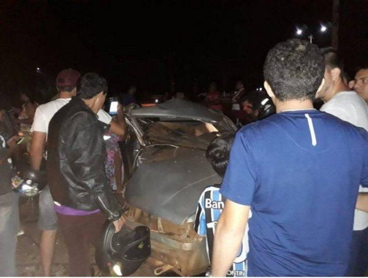 Así quedó el automóvil de la familia accidentada. Ocurrió en la ruta MS 164 (Foto: Direto das Ruas).
