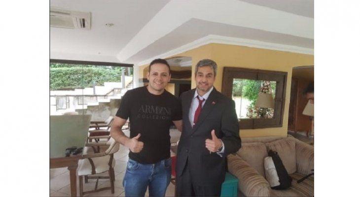 La supuesta foto de Cucho y el presidente Marito.