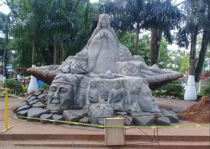 La obra tiene 5 metros de altura y fue hecha con más de 30 mil kilos de arena.
