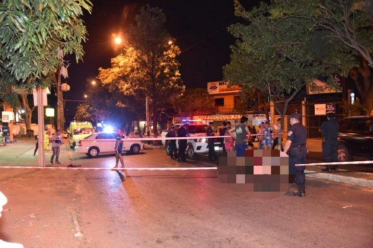 La víctima quedó tendida en el pavimento y trasladada hasta el centro de salud local