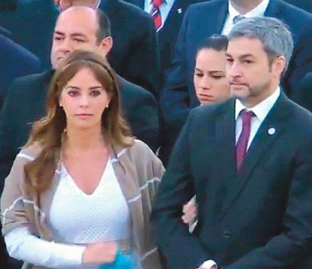 Con un codazo, Marito pidió a Silvana que lo tome del brazo