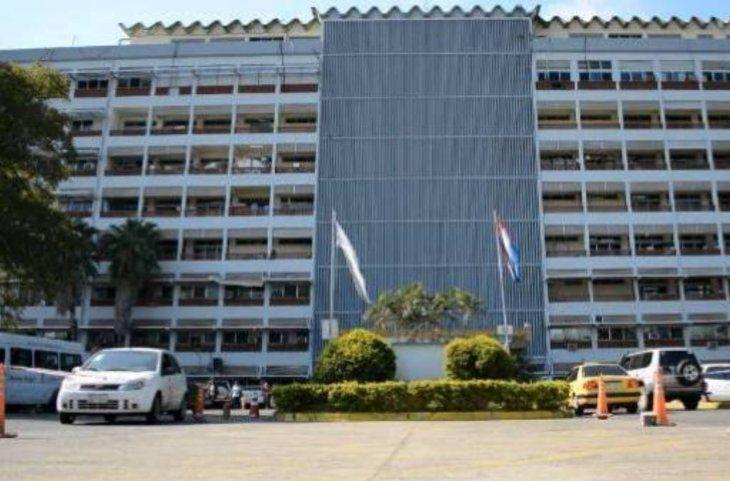 El solicitante tendrá que presentar documentos en el hospital Central o los demás Regionales.