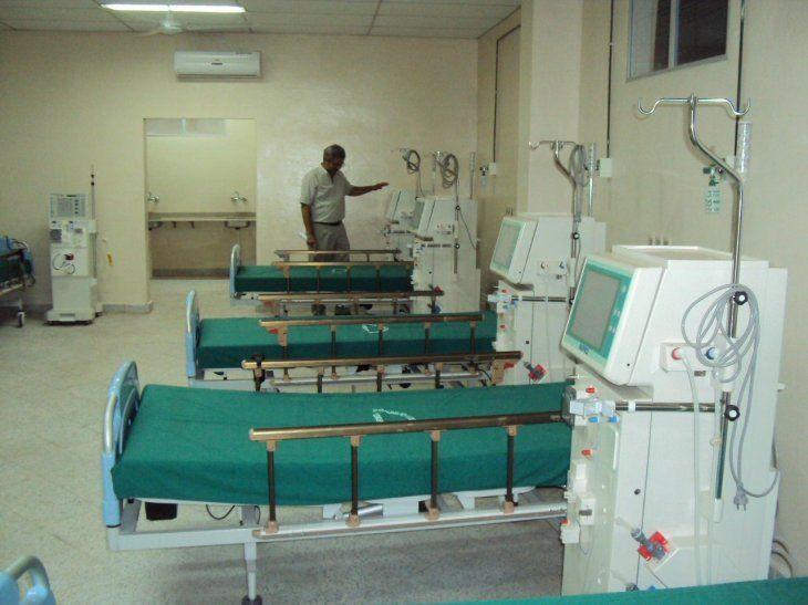 Enfermos renales están sin diálisis