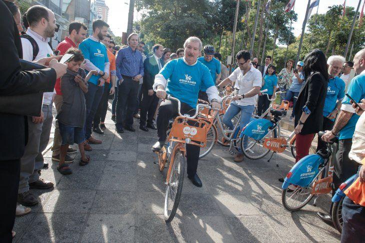 El empresario Miguel Carrizosa fue uno de los primeros en utilizar una bicicleta gratuita.