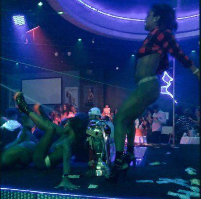 Trofeo del Atlanta United en un club de striptease