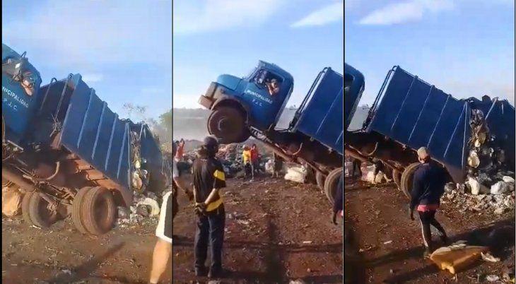 Secuencia de cómo quedó el camión de la Municipalidad de Pedro Juan Caballero (Foto: Captura de video de Frontera Seca News-Facebook).