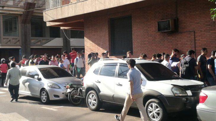 La fila de jóvenes para declarar la objeción de conciencia inicia en la calle Presidente Franco