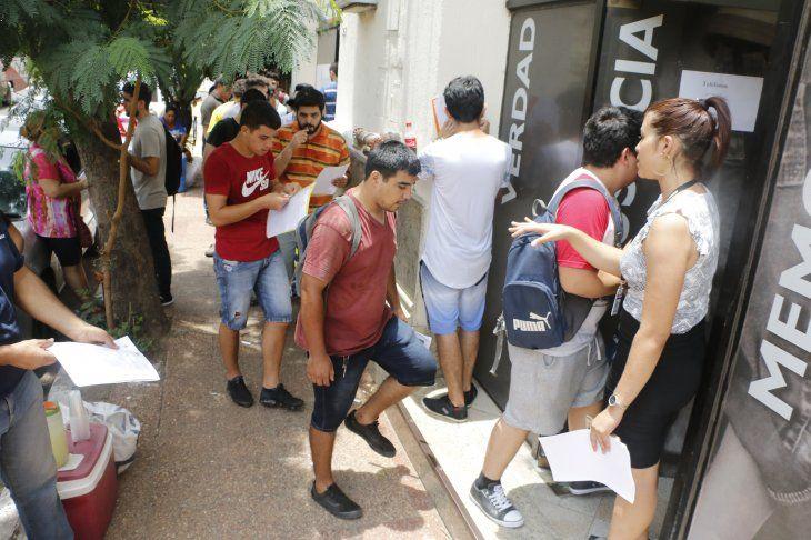 Ayer fue menor la cantidad de jóvenes que fueron hasta la Defensoría en Asunción. En Villarrica
