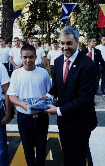 El presidente Mario Abdo acompañó a su hijo