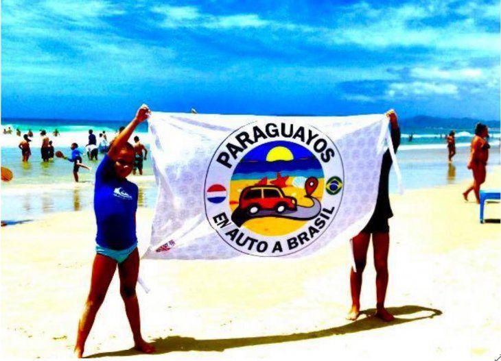 Vero tiene un grupo que creó una página en Facebook llamado Paraguayos en auto a Brasil