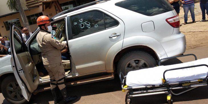 La camioneta en que viajaban acusó varios impactos de bala.