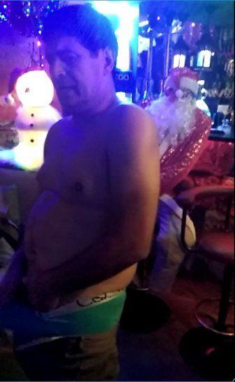 Rolando Chilavert participa de una fiesta donde se lo ve bastante descontrolado.