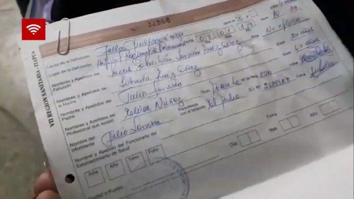 Los padres ya recibieron el certificado de defunción de la criatura (Foto: captura de video de Itapúa en Noticias).