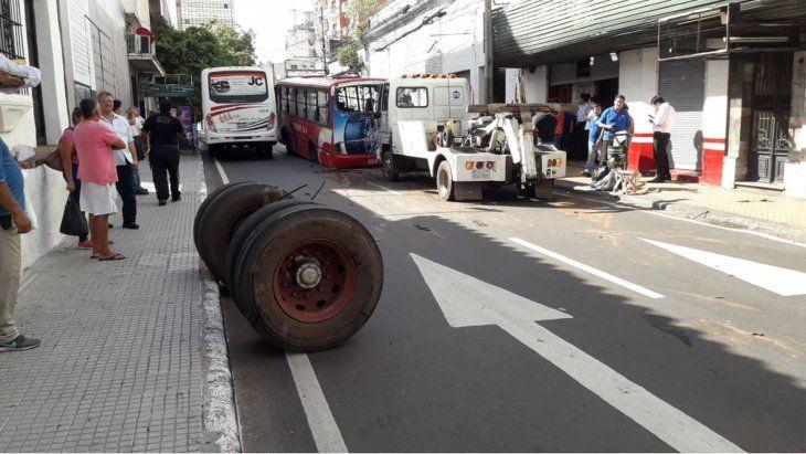 Micro pierde las ruedas traseras en plena marcha