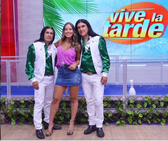 The Fenders estuvo como invitados en Vive la Tarde. Patty Orué les pidió una foto.