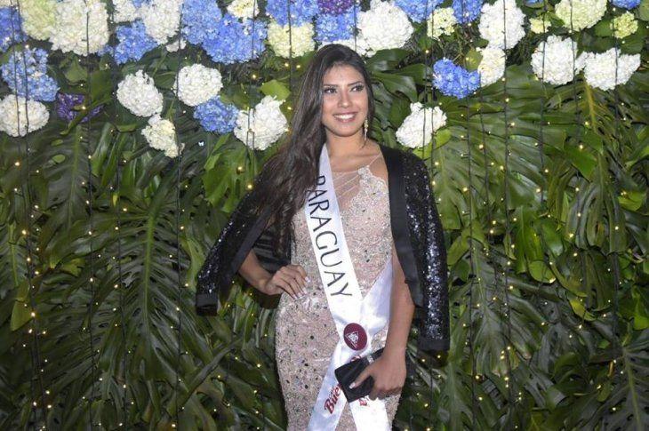 Verónica ViverosLa Miss Paraguay de Guillermo Rolón se cayó y no pudo traer la corona a nuestro país.