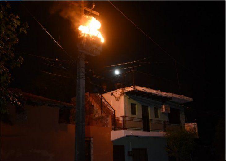 Uno de los transformadores que se incendió.