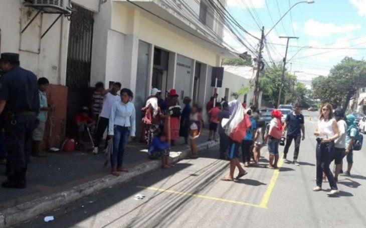 Indígenas bloquean acceso al Indert