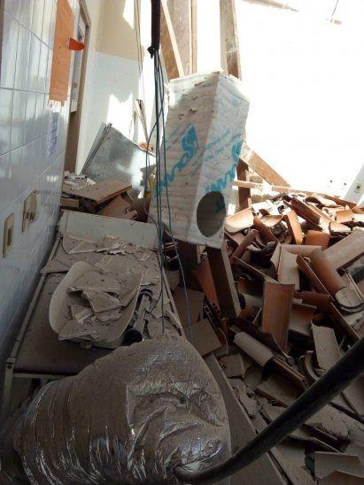 Así quedó la sala de partos tras la caída del techo.