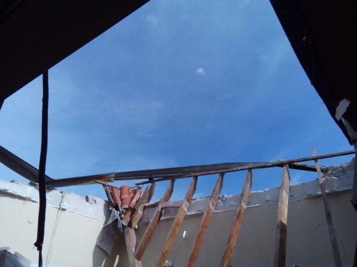 Cielo abierto quedó la sala de partos tras la caída del techo.