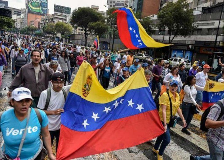 Crisis política:  Marchas en contra y a favor de Maduro dejaron varios muertos.