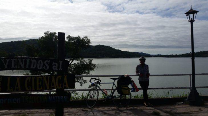 Novios pedalearon juntos casi 2.000 Km para honrar al amor
