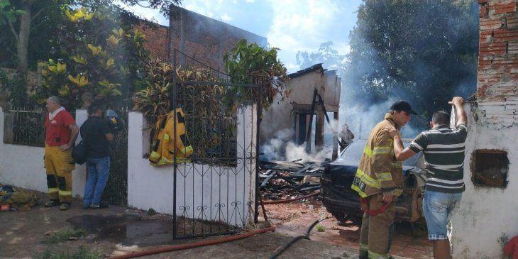La casa fue completamente destruida por el fuego.