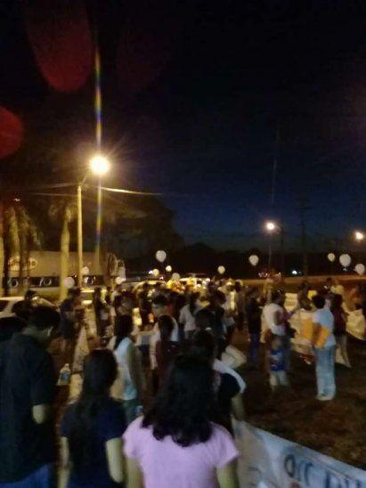 La protesta se realizó frente a la casa de Leandro Ovelar.