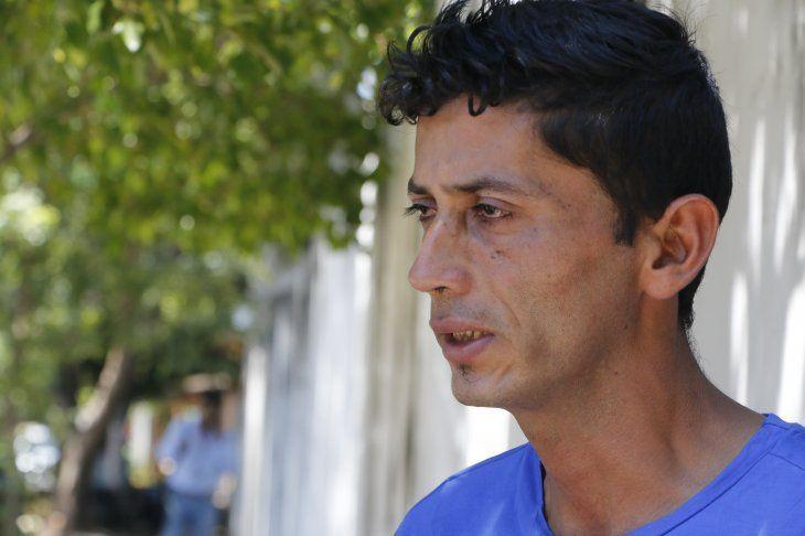 Don Roberto Mendoza llegó hasta la Morgue Judicial en Asunción para acompañar los restos de Mía.