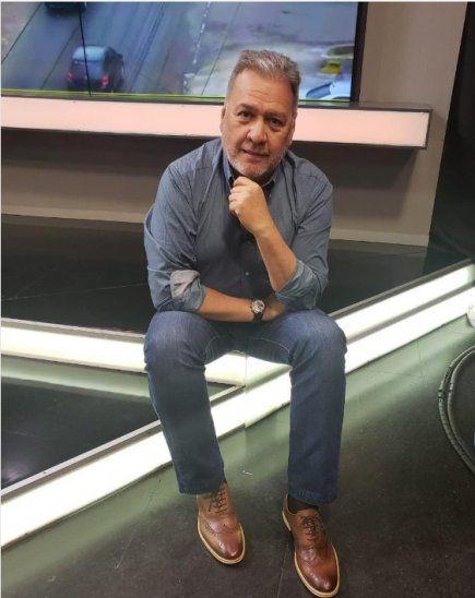 Óscar Acosta reveló que  era un guapo vendedor de sanitarios