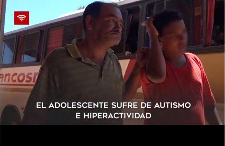 Papá valé: sale a vender agua y  gaseosas con su hijo autista