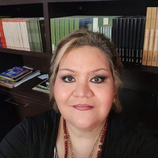 Hace de todoLa hija del folclorista Agustín Barboza hace de todo para subsistir con su madre.
